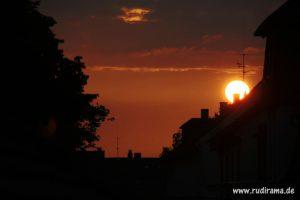20160721 Sonnenaufgang Unterliederbach Dächer 01