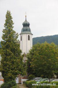 20160910 Walchensee Kirche Bäume 01