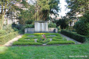 20160930-grossgrab-frankfurt-hauptfriedhof-01