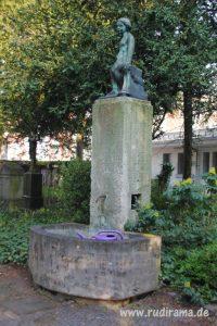 20161007-unschuld-friedhof-statue-01