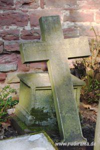 20161030-stein-kreuz-frankfurt-hauptfriedhof-02