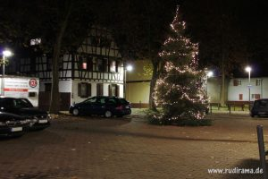 20161130-unterliederbach-markt-weihnachtsbaum-01